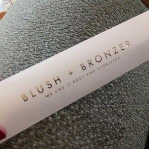 Maskcara blush + bronzer brush new